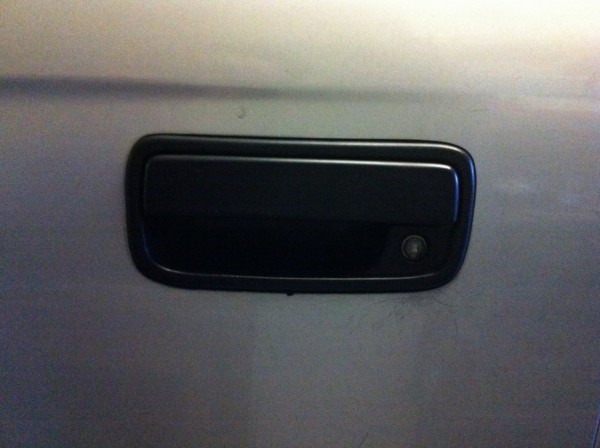 Outer door handle: fixed.